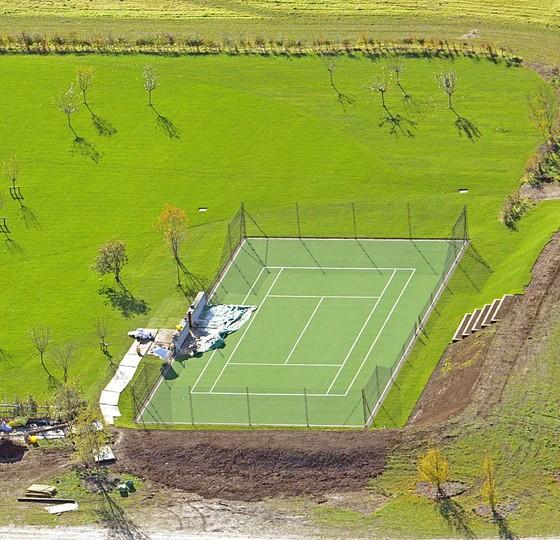 Vợ của Beckham xây sân tập 30 ngàn Bảng cho con trai Romeo ảnh 8