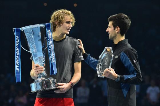 ATP Finals 2018: Lật đổ mọi dự đoán, Zverev hạ gục Djokovic để đăng quang ảnh 1