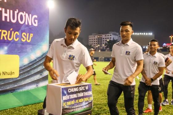 FC Thủ Đô - FC Kiến trúc sư: Trận cầu thiện nguyện nghĩa tình hướng về miền Trung thương yêu ảnh 4