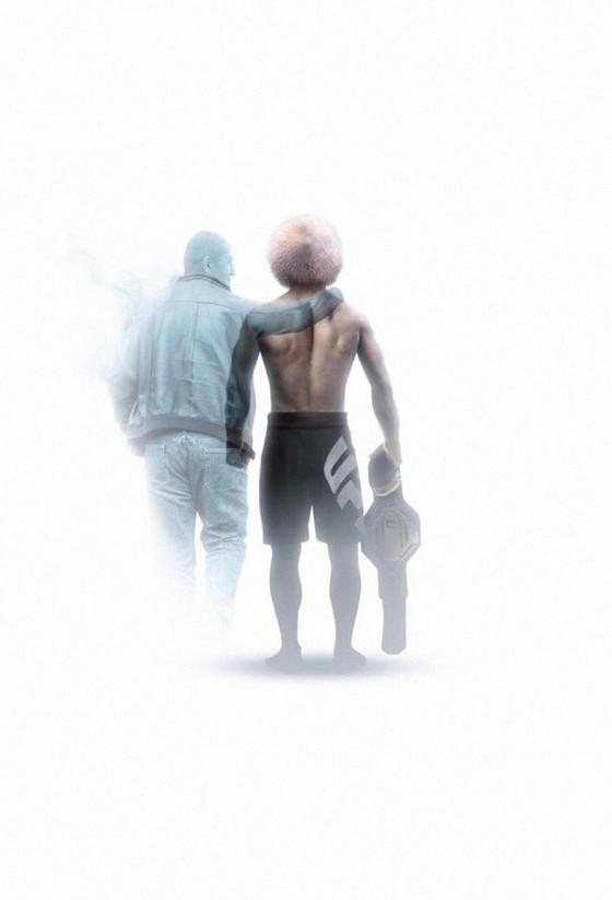 UFC 254: Bị gãy chân 3 tuần trước, Khabib vẫn thắng Gaethje bằng đòn siết cổ và… giải nghệ vì lời hứa với mẹ già ảnh 4