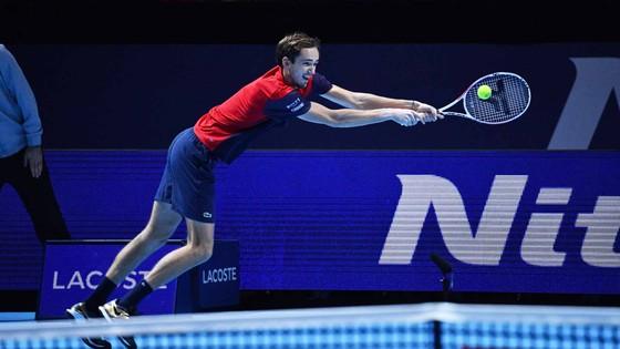 """Daniil Medvedev: """"Kẻ thừa kế"""" Davydenko đánh bại Nadal và Thiem để vô địch ATP Finals 2020 ảnh 2"""