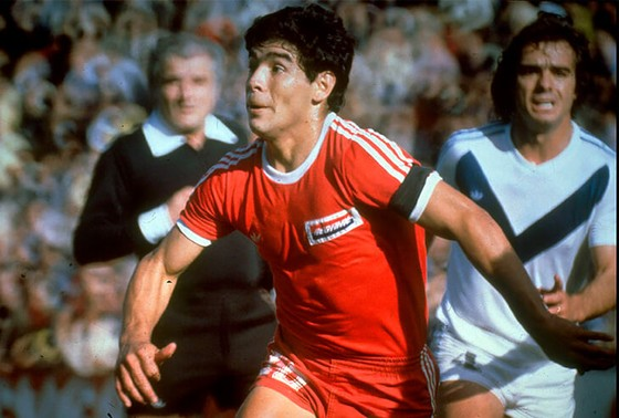 Huyền thoại bóng đá Diego Maradona: Những khoảnh khắc đáng nhớ trong sự nghiệp đầy rẫy sắc màu ảnh 1