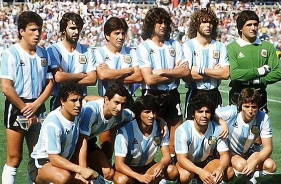 Huyền thoại bóng đá Diego Maradona: Những khoảnh khắc đáng nhớ trong sự nghiệp đầy rẫy sắc màu ảnh 6
