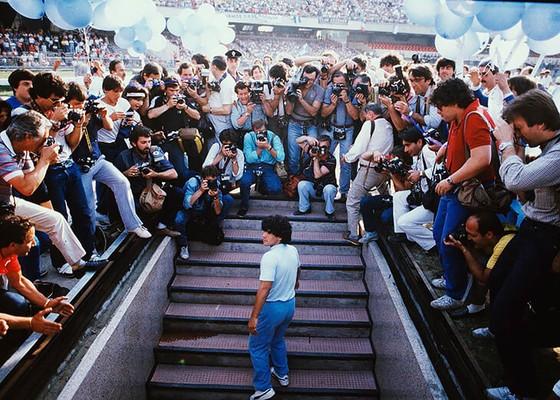 Huyền thoại bóng đá Diego Maradona: Những khoảnh khắc đáng nhớ trong sự nghiệp đầy rẫy sắc màu ảnh 7