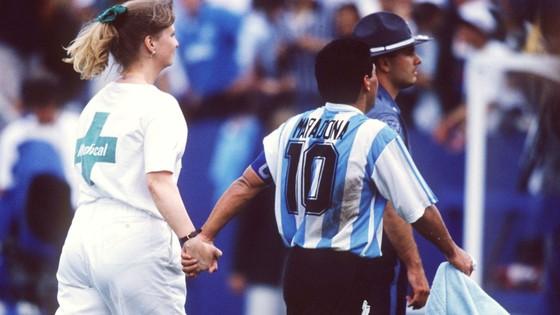 Huyền thoại bóng đá Diego Maradona: Những khoảnh khắc đáng nhớ trong sự nghiệp đầy rẫy sắc màu ảnh 13