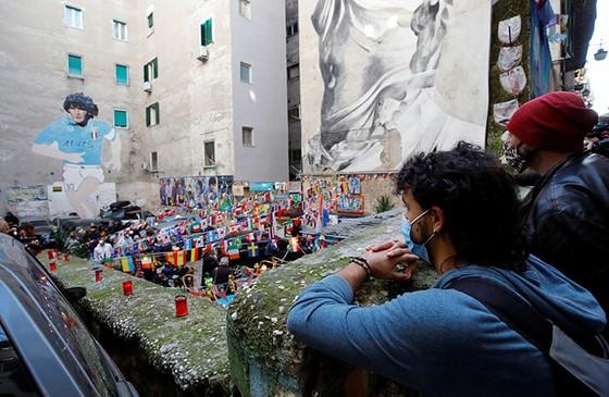 Thành Naples và CLB Napoli tiễn đưa Diego Maradona bằng sự kiện tưởng niệm đầy xúc động ảnh 1