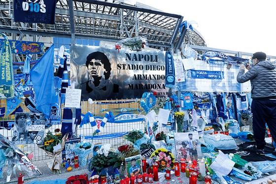 Thành Naples và CLB Napoli tiễn đưa Diego Maradona bằng sự kiện tưởng niệm đầy xúc động ảnh 5