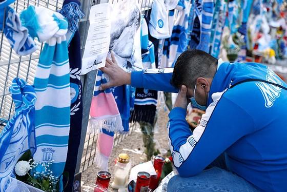 Thành Naples và CLB Napoli tiễn đưa Diego Maradona bằng sự kiện tưởng niệm đầy xúc động ảnh 7