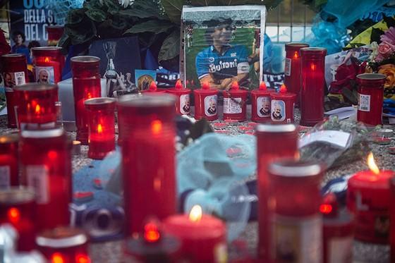 Thành Naples và CLB Napoli tiễn đưa Diego Maradona bằng sự kiện tưởng niệm đầy xúc động ảnh 8