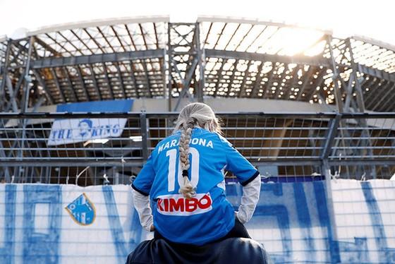 Thành Naples và CLB Napoli tiễn đưa Diego Maradona bằng sự kiện tưởng niệm đầy xúc động ảnh 11