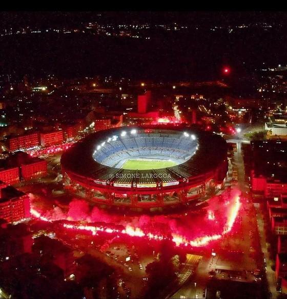 Thành Naples và CLB Napoli tiễn đưa Diego Maradona bằng sự kiện tưởng niệm đầy xúc động ảnh 12