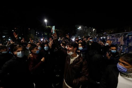 Thành Naples và CLB Napoli tiễn đưa Diego Maradona bằng sự kiện tưởng niệm đầy xúc động ảnh 14