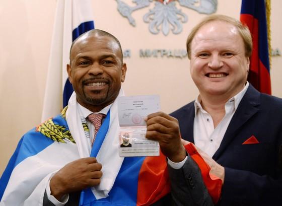 """Đối thủ của Mike """"thép"""" Tyson - Roy Jones: Ở Nga tôi vẫn chỉ là Roy Jones của thập niên 90, họ rất yêu mến tôi ảnh 1"""