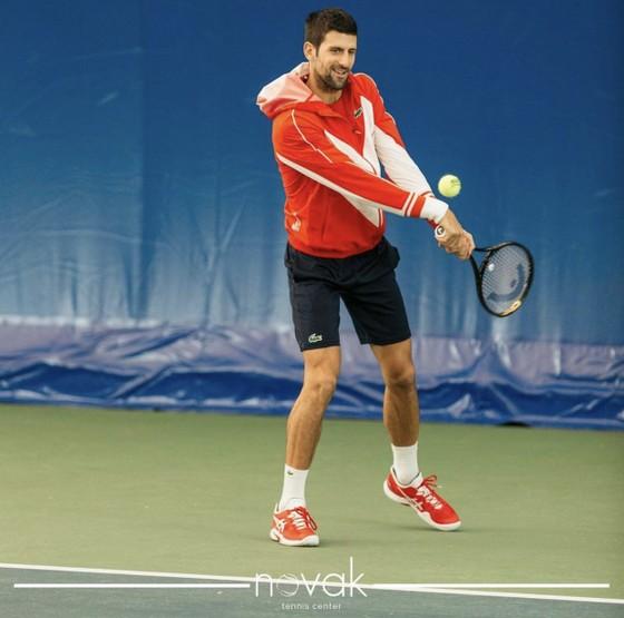 Djokovic tập luyện ở Trung tâm quần vợt mang tên anh