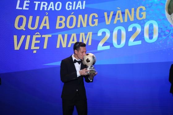 Văn Quyết thắng QBV Việt Nam 2020 (Ảnh Dũng Phương)