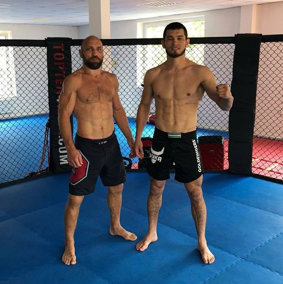 """Makhmud Muradov: Ngôi sao mới nổi của UFC có thể hình 8 múi, là bạn thân của """"Money"""" Mayweather ảnh 2"""