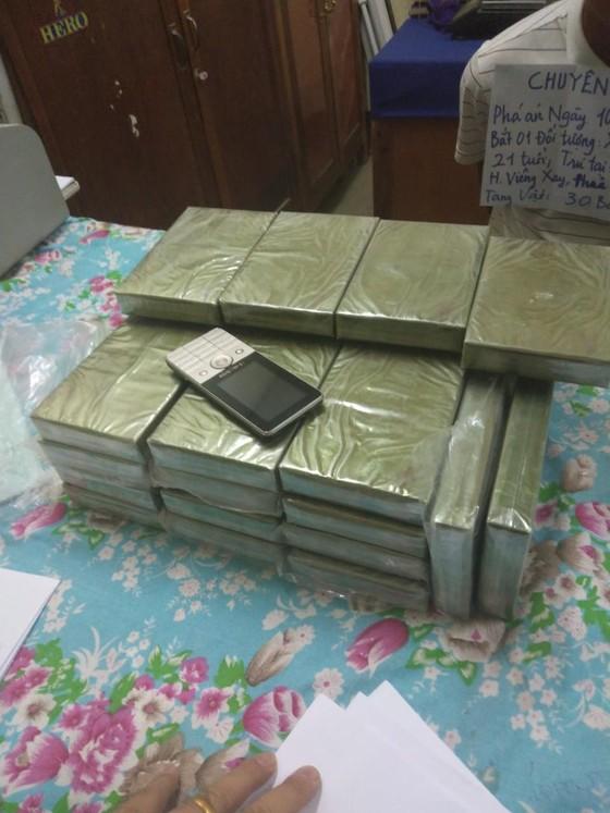 Bắt đối tượng đang vận chuyển 30 bánh heroin ảnh 2