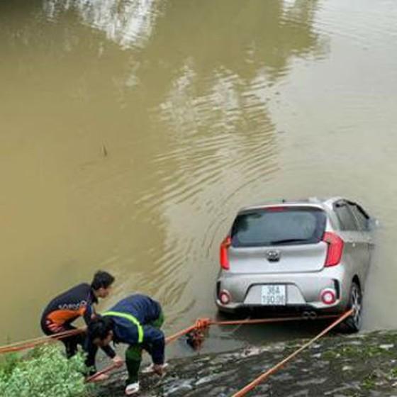 Tìm thấy thi thể tài xế taxi lao xuống sông ảnh 1