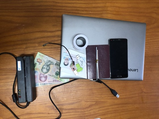 Trao thưởng Ban chuyên án bắt 3 đối tượng người Trung Quốc chiếm đoạt tài sản qua thẻ ATM ảnh 2