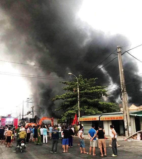Cháy chợ Còng ở Thanh Hóa, hàng trăm ki ốt bị thiêu rụi ảnh 1