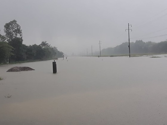 Mưa lớn gây ngập lụt, nhiều trường học ở Nghệ An cho học sinh nghỉ học ảnh 1