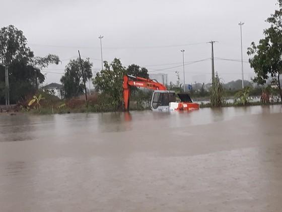 Mưa lớn gây ngập lụt, nhiều trường học ở Nghệ An cho học sinh nghỉ học ảnh 2