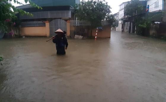Mưa lớn gây ngập lụt, nhiều trường học ở Nghệ An cho học sinh nghỉ học ảnh 3
