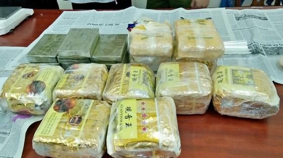 Phá đường dây ma túy, thu 10 bánh heroin, 9kg ma túy đá, 21.000 viên ma túy tổng hợp ảnh 2