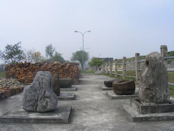 Phát lộ nhiều hiện vật và hào thành tại Di sản văn hóa thế giới Thành Nhà Hồ ảnh 1