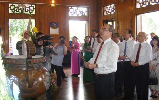 Bí thư Thành ủy TPHCM dự lễ khánh thành Nhà trưng bày bổ sung và Nhà Bái đường tại Khu di tích Kim Liên ảnh 1
