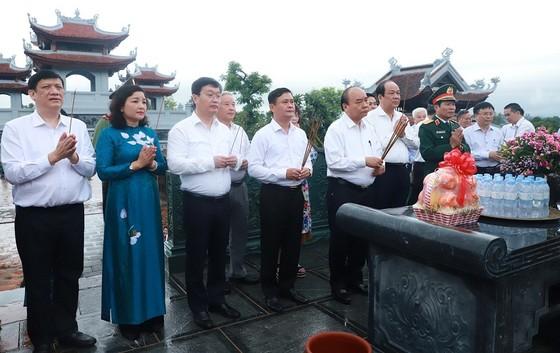 Thủ tướng Nguyễn Xuân Phúc thăm và làm việc tại Quân khu 4, tỉnh Nghệ An ảnh 2