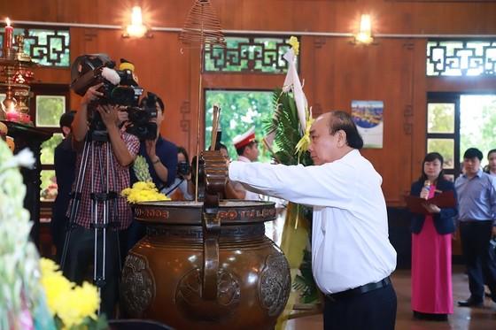 Thủ tướng Nguyễn Xuân Phúc thăm và làm việc tại Quân khu 4, tỉnh Nghệ An ảnh 3
