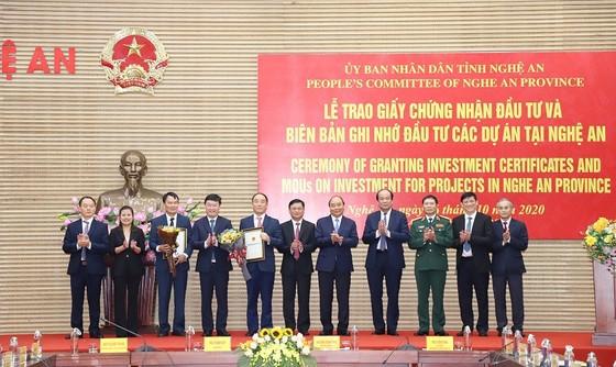 Thủ tướng Nguyễn Xuân Phúc thăm và làm việc tại Quân khu 4, tỉnh Nghệ An ảnh 4