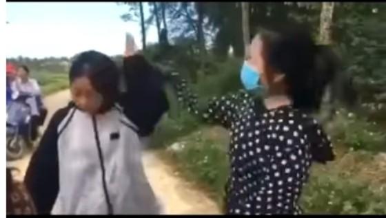 Nữ sinh đánh bạn dã man bằng mũ bảo hiểm ảnh 1