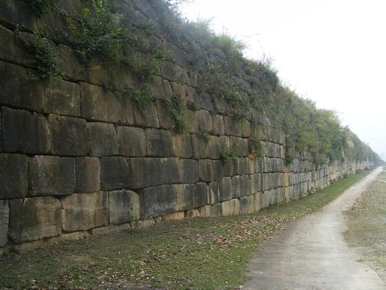 Hơn 14,7 tỷ đồng tu sửa cấp thiết tường thành đá Thành Nhà Hồ bị đổ do mưa bão ảnh 1
