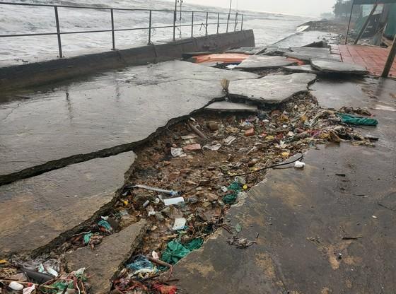 Tan hoang kè biển tại thị xã Cửa Lò, Nghệ An ảnh 4