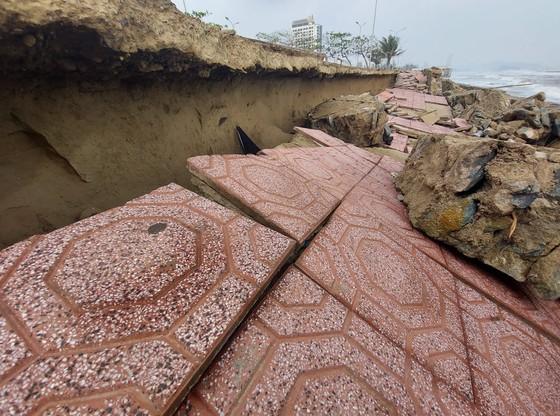 Tan hoang kè biển tại thị xã Cửa Lò, Nghệ An ảnh 5