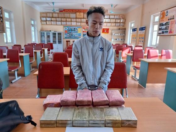 Phá chuyên án 'khủng' bắt 3 đối tượng, thu giữ 12 bánh heroin, 1kg ma túy đá cùng 54.000 viên ma túy ảnh 2