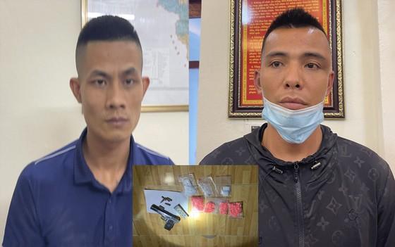 Thanh Hóa: Bắt 2 đối tượng buôn ma túy có vũ khí 'nóng' ảnh 1