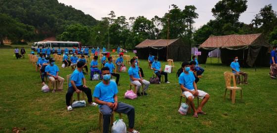 Từ ngày 1-8, tỉnh Thanh Hóa tạm dừng tiếp nhận người dân về từ vùng đang giãn cách xã hội ảnh 1