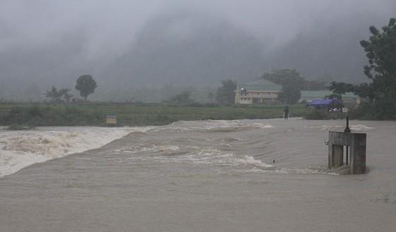 Nghệ An: Mưa lớn gây chia cắt, ngập lụt cục bộ ảnh 1