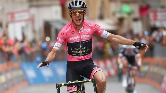 Simon Yates từng khoác Áo hồng ở Giro trong gần 2 tuần