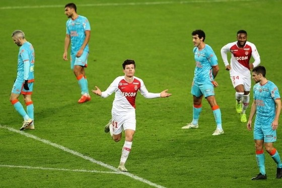 Monaco thắng trận đầu tiên trên sân nhà, Henry cười rạng rỡ ảnh 8