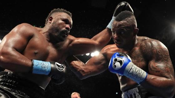 Whyte (phải) đấu với Chisora hồi năm 2016