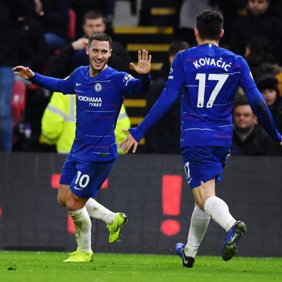 Hazard đã tặng quà cho Chelsea trong ngày lễ tặng quà