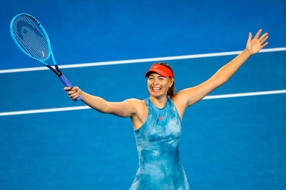 Sharapova xinh đẹp trong bộ váy xanh xám
