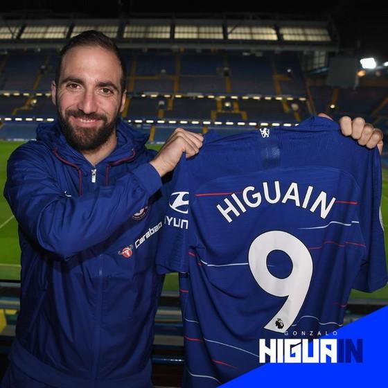 Higuain sẽ mặc áo số 9 tại Chelsea