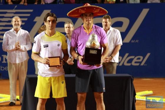 Rafael Nadal (phải) vô địch Mexican Open 2013