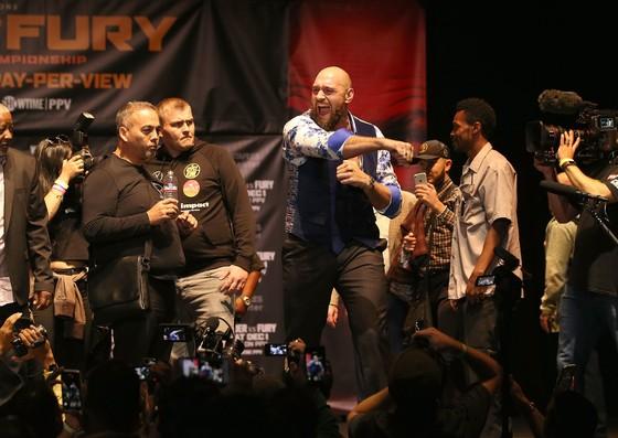 Tyson Fury tiết lộ, anh từng đấm gục Jarrel Miller những... 7 lần hồi năm 2011