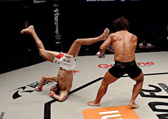Đấu trường MMA: Bay lộn như phim kungfu Trung Quốc, võ sĩ Brazil thống trị Nhật – Hàn  ảnh 5